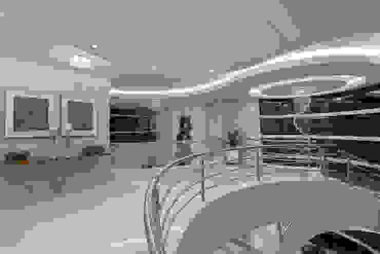 Corridor & hallway by Arquiteto Aquiles Nícolas Kílaris,