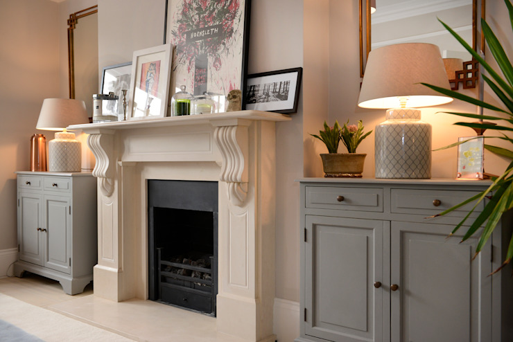 Fireplace :  Living room by Ruth Noble Interiors ,