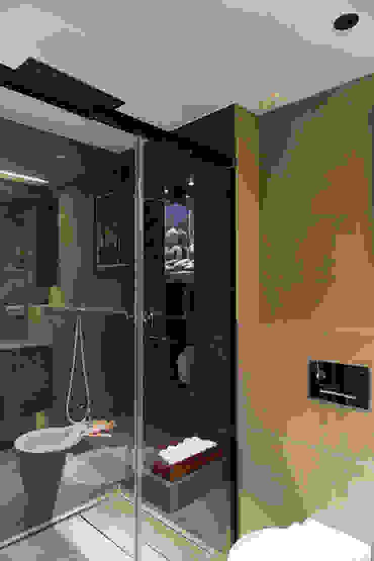 Baño apartamento Caldes Estrach, Barcelona Baños de estilo moderno de ETNA STUDIO Moderno Madera Acabado en madera