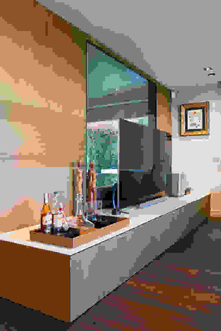 Modern Living Room by ETNA STUDIO Modern Wood Wood effect