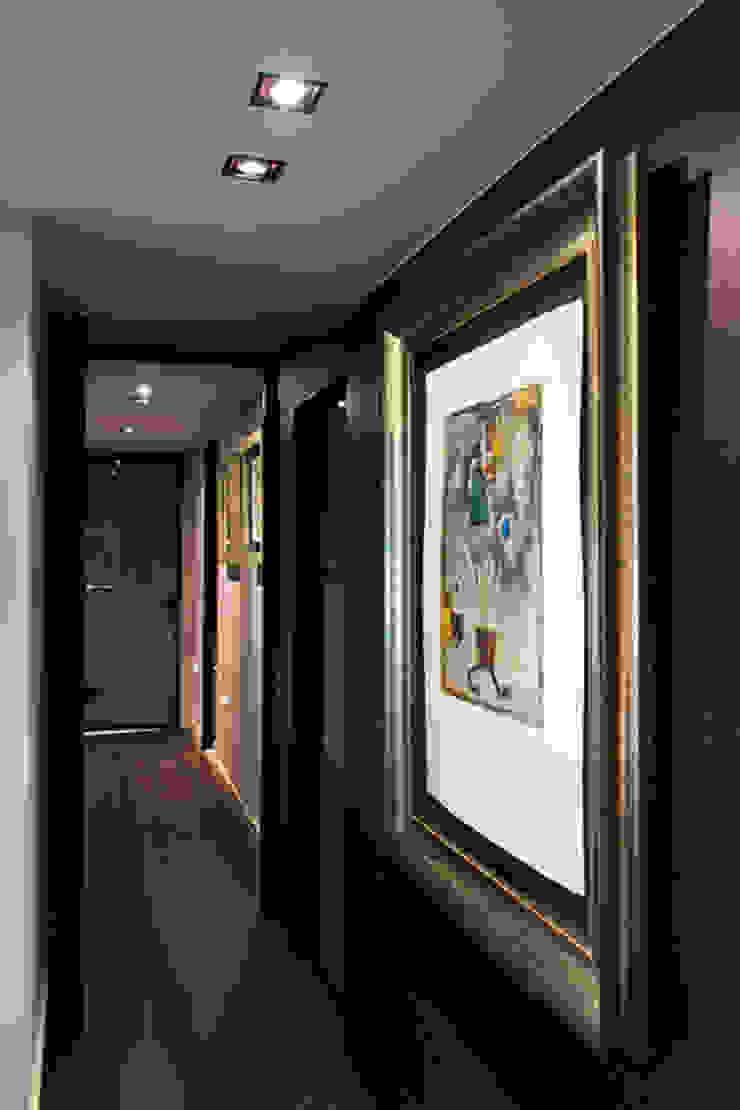 Salas de estar modernas por ETNA STUDIO Moderno Madeira Acabamento em madeira