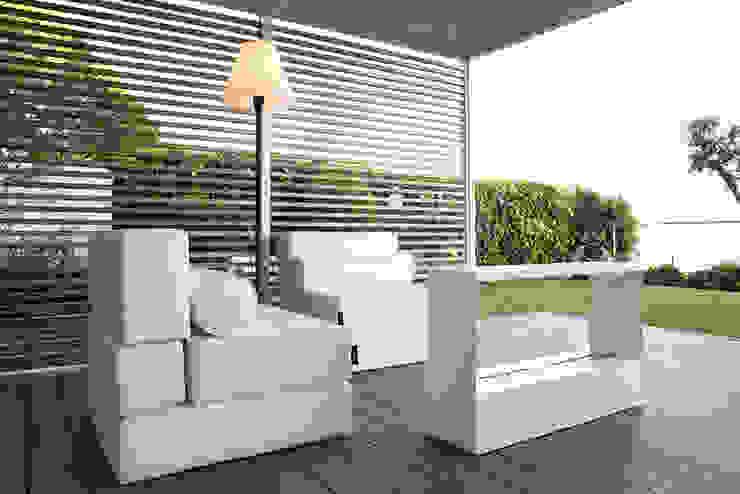 Terraza apartamento Caldes Estrach, Barcelona Balcones y terrazas de estilo moderno de ETNA STUDIO Moderno Madera Acabado en madera