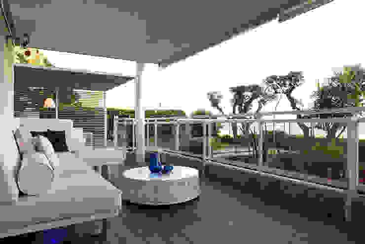Terraza apartamento Caldes Estrach, Barcelona Balcones y terrazas de estilo moderno de ETNA STUDIO Moderno Arenisca