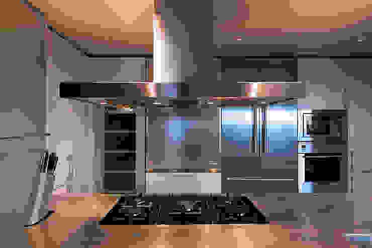Cocina apartamento Caldes Estrach, Barcelona de ETNA STUDIO Moderno Aluminio/Cinc