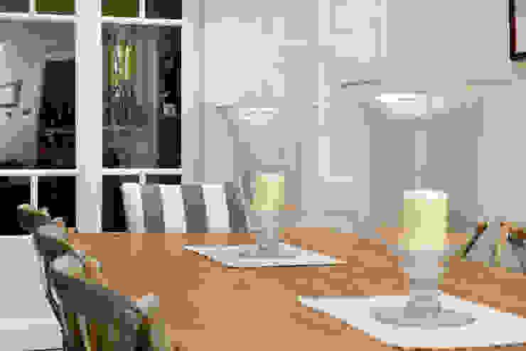 Dining Ruth Noble Interiors Sala da pranzo in stile coloniale
