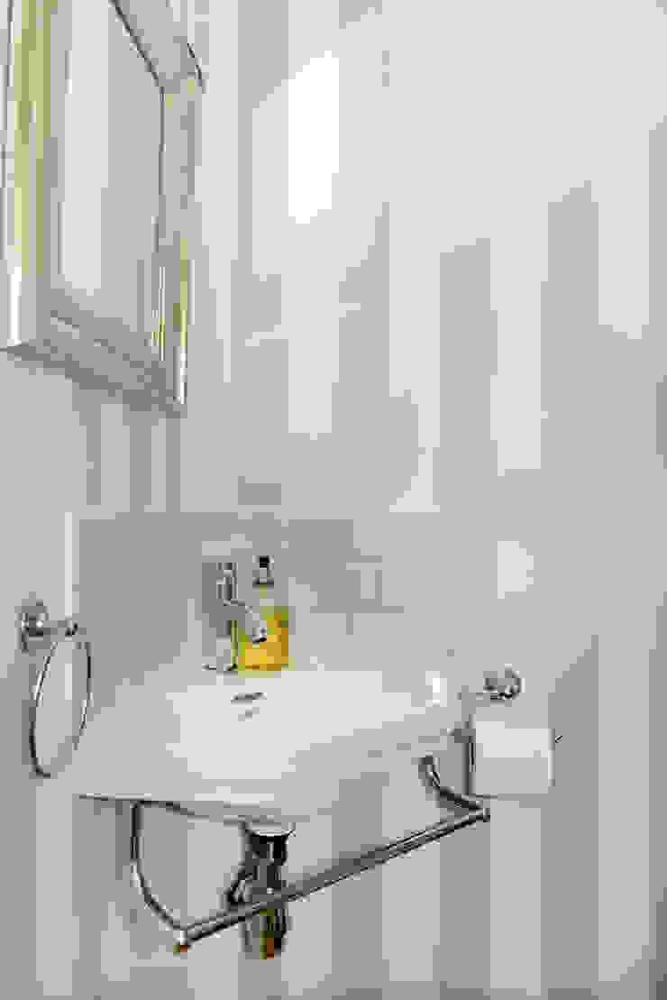 Powder Room Ruth Noble Interiors Bagno eclettico