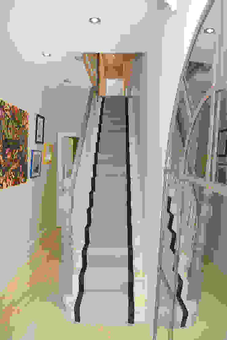 Family Home Ruth Noble Interiors Ingresso, Corridoio & ScaleScale