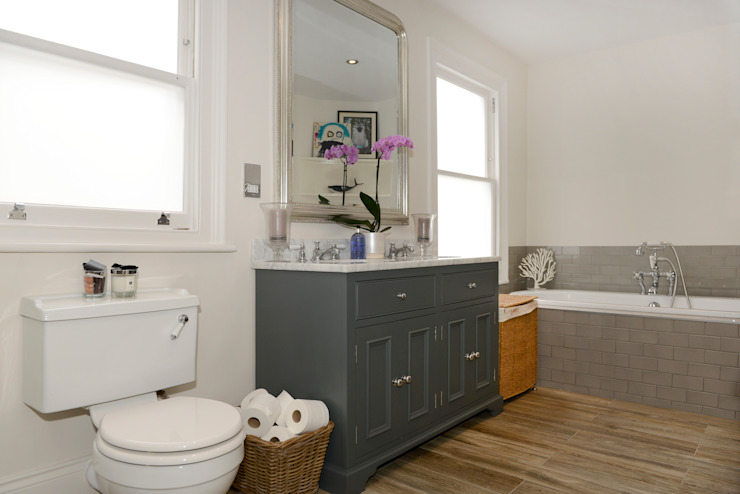 Family Home Classic style bathrooms by Ruth Noble Interiors Classic