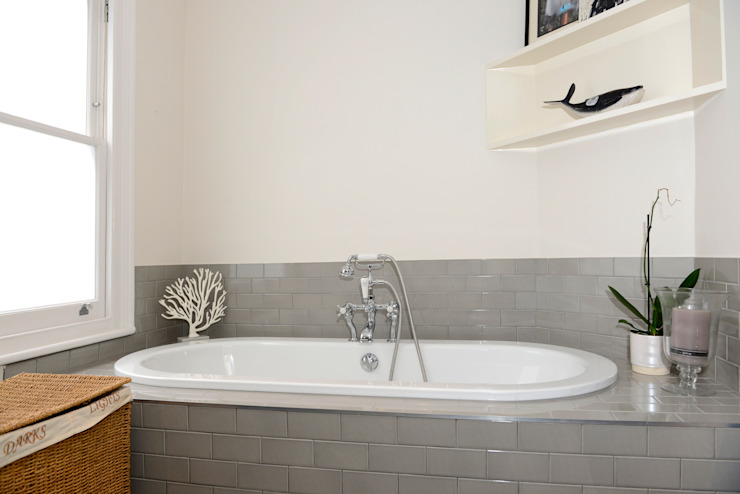 Family Home Ruth Noble Interiors Bagno in stile classico