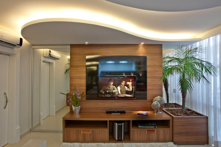 Modern Media Room by Designer de Interiores e Paisagista Iara Kílaris Modern