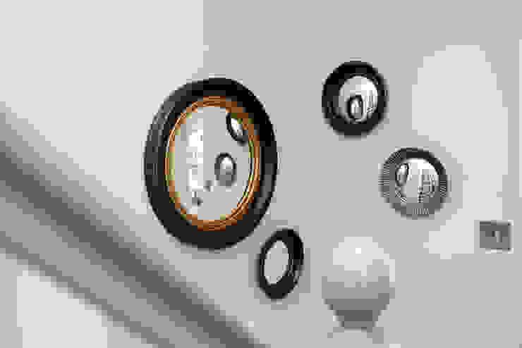 Family Home Ruth Noble Interiors Ingresso, Corridoio & Scale in stile eclettico