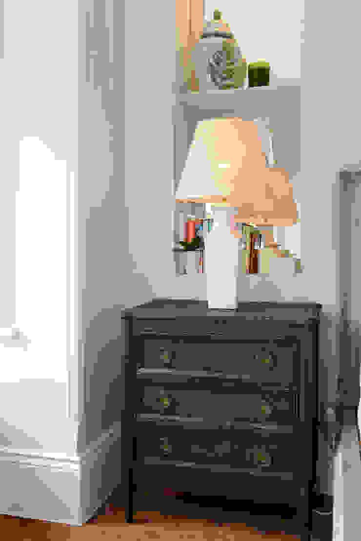 Family Home Ruth Noble Interiors Camera da letto in stile classico