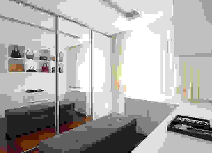 Marcella Loeb Closets de estilo moderno