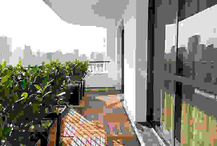 Marcella Loeb Balcones y terrazas de estilo moderno