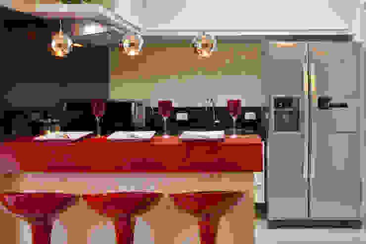 Cozinhas modernas por Designer de Interiores e Paisagista Iara Kílaris Moderno