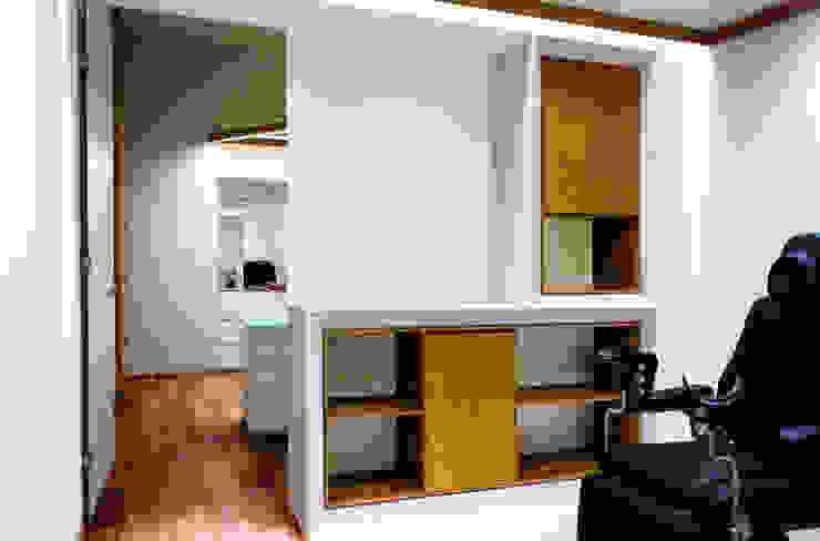 Consultorio JR Clínicas y consultorios médicos de estilo moderno de TACO Taller de Arquitectura Contextual Moderno