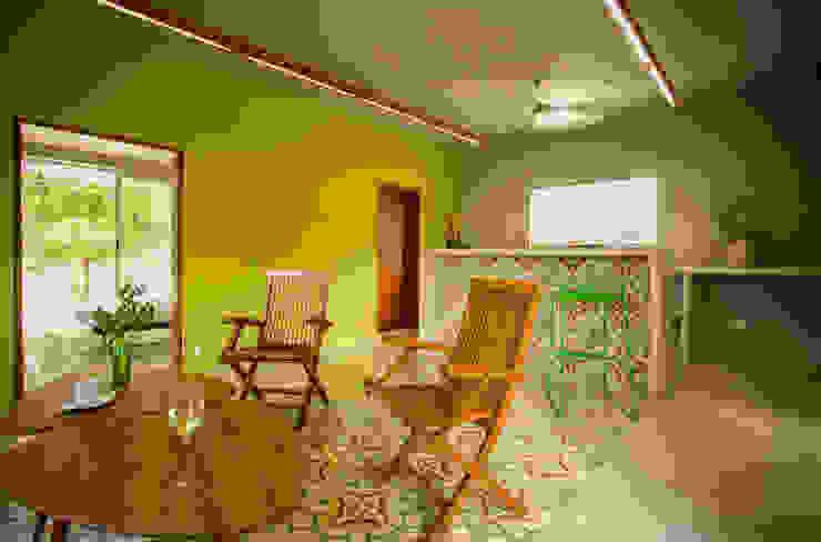 Salas / recibidores de estilo  por TACO Taller de Arquitectura Contextual,
