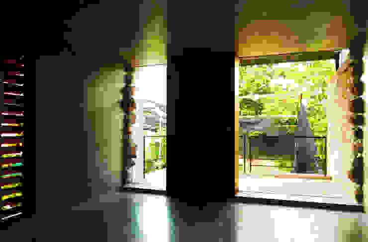 Estudio W14 Puertas y ventanas modernas de TACO Taller de Arquitectura Contextual Moderno