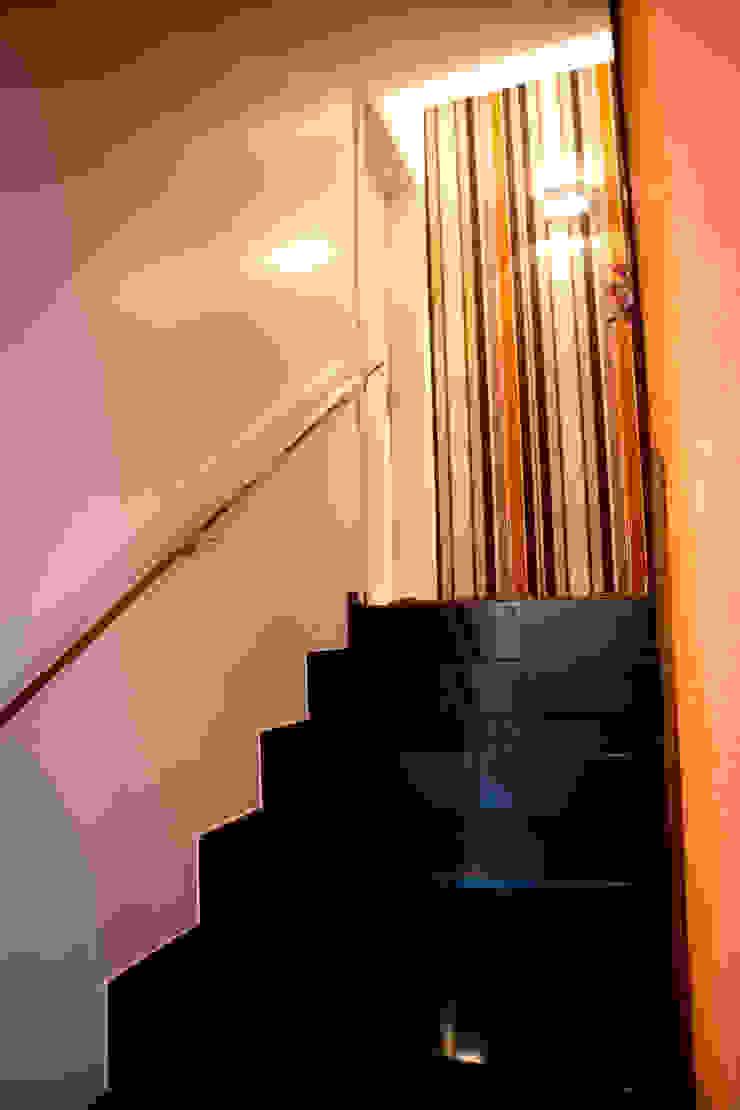 Escada Corredores, halls e escadas modernos por INOVA Arquitetura Moderno
