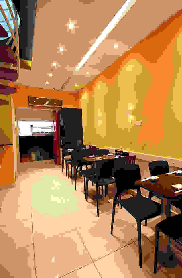 UNI Temakeria – Jaboatão dos Guararapes/PE Bares e clubes modernos por Celia Beatriz Arquitetura Moderno