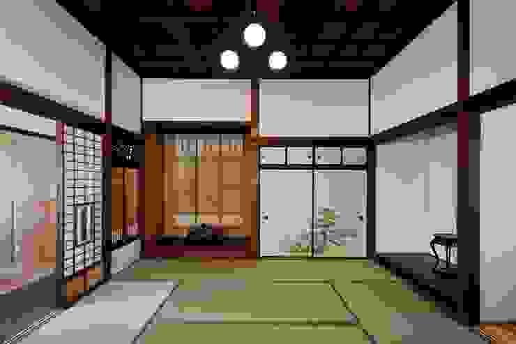 古民家棟 座敷: 木の家設計室 アトリエ椿が手掛けた和室です。