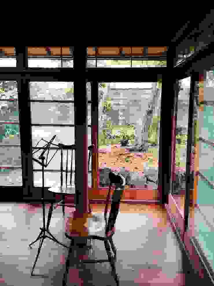 嵐山ゲストハウス オリジナルデザインの 多目的室 の 株式会社ローバー都市建築事務所 オリジナル