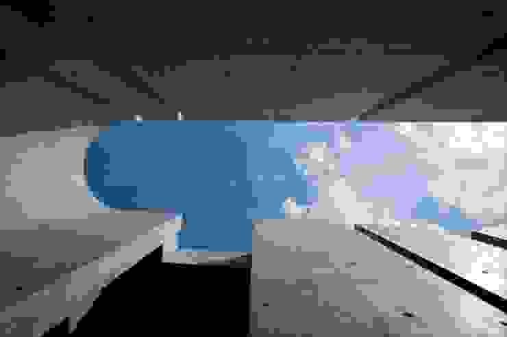 Slit House ミニマルな 家 の EASTERN design office イースタン建築設計事務所 ミニマル