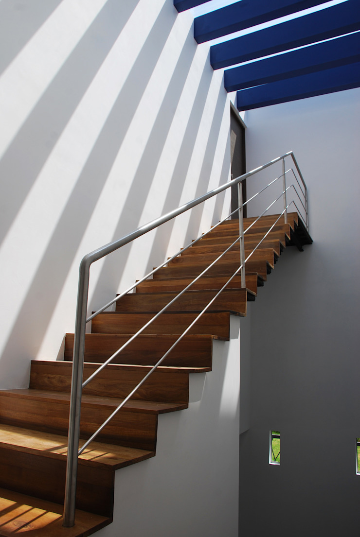 [TT ARQUITECTOS] Modern corridor, hallway & stairs