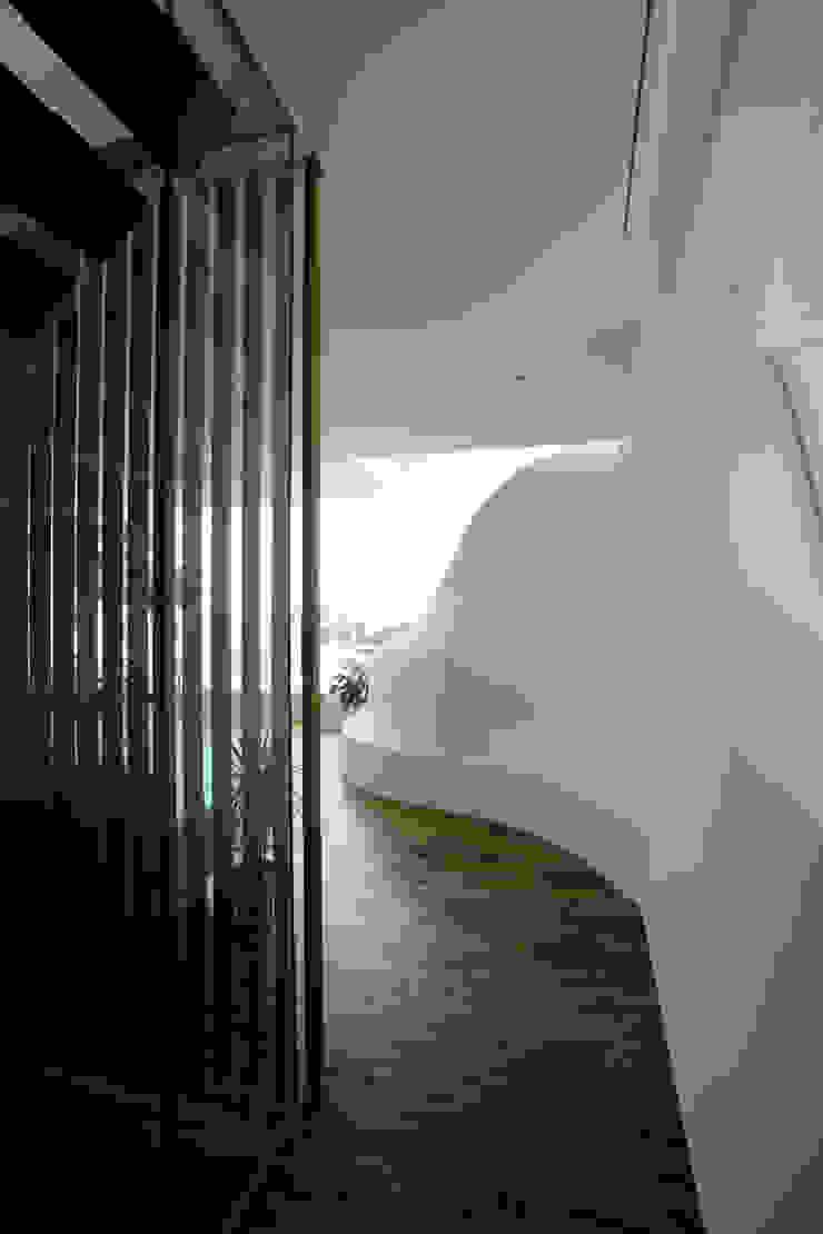 山と開口 モダンスタイルの 玄関&廊下&階段 の EASTERN design office イースタン建築設計事務所 モダン