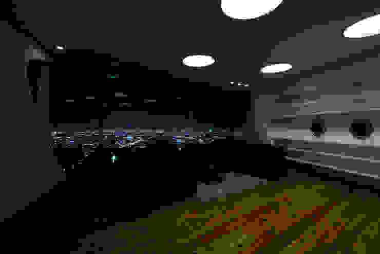 山と開口 モダンな 窓&ドア の EASTERN design office イースタン建築設計事務所 モダン