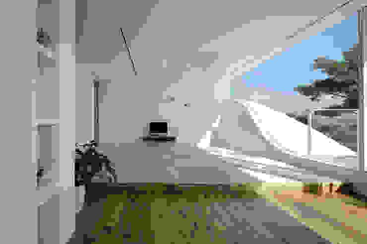 山と開口 モダンスタイルの寝室 の EASTERN design office イースタン建築設計事務所 モダン