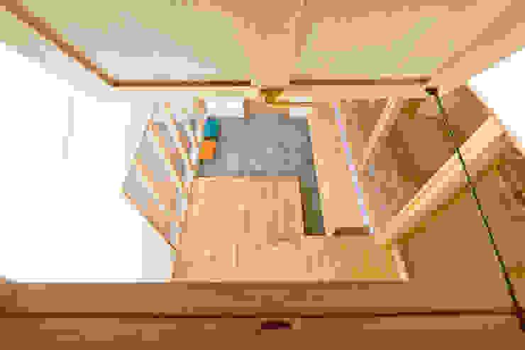 吹抜けの玄関 モダンな 窓&ドア の ケンチックス一級建築士事務所 モダン