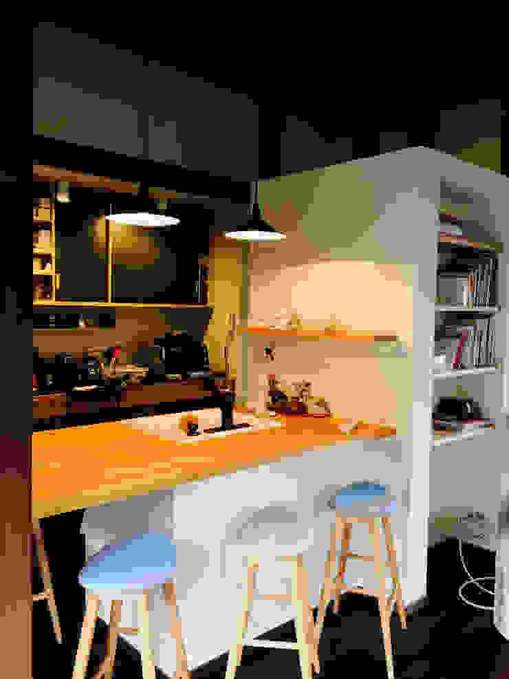 嵐山ゲストハウス オリジナルデザインの リビング の 株式会社ローバー都市建築事務所 オリジナル