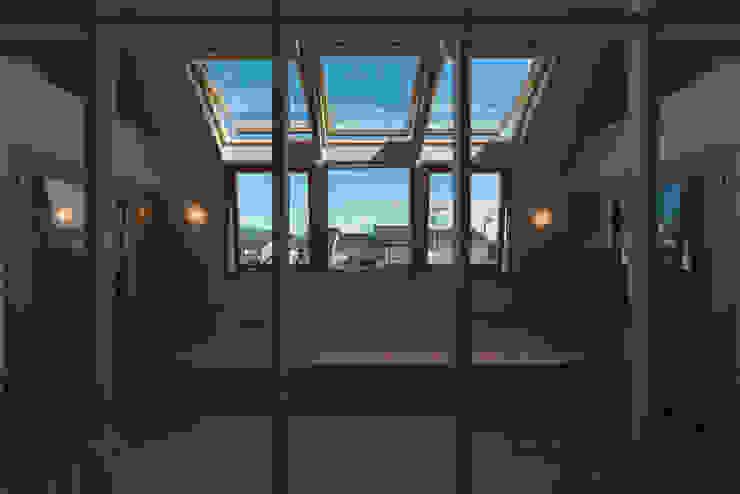 . モダンな 窓&ドア の 水野行偉建築設計事務所 モダン