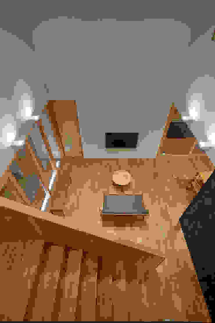 吹抜けのリビング モダンデザインの リビング の ケンチックス一級建築士事務所 モダン