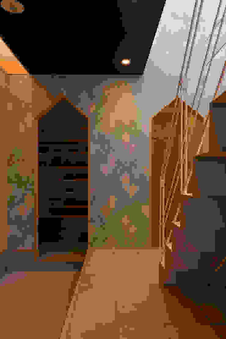 . モダンスタイルの 玄関&廊下&階段 の 水野行偉建築設計事務所 モダン