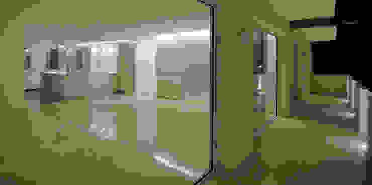 Reforma de vivienda en Córdoba Balcones y terrazas de estilo minimalista de CM4 Arquitectos Minimalista