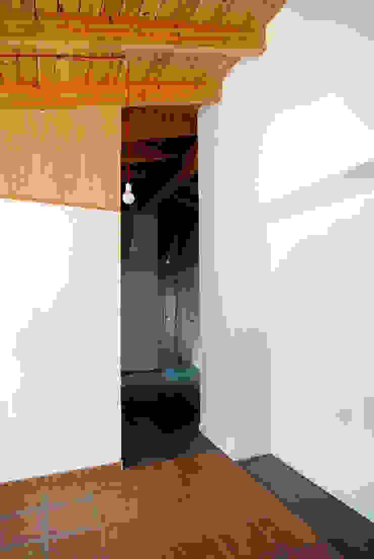 Rehabilitación de una Casa en Jabugo Dormitorios de estilo rural de CM4 Arquitectos Rural