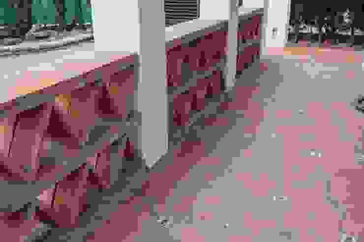 Pavimento Porche Entrada Jardines de estilo rústico de SMMARQUITECTURA Rústico