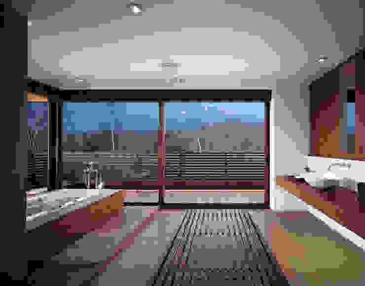 Mountain Villa モダンスタイルの お風呂 の アシハラヒロコデザイン事務所 モダン