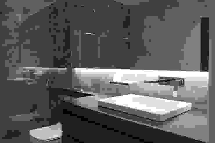 Baño Suite de SMMARQUITECTURA Moderno