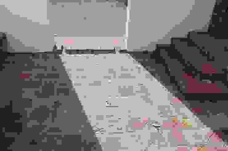 Recibidor Exterior Porche Casas de estilo rústico de SMMARQUITECTURA Rústico
