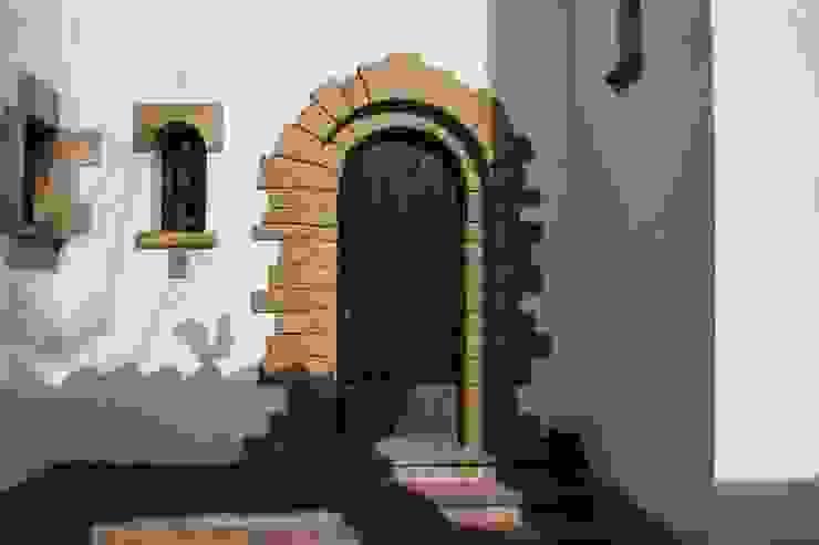 Puerta acceso vivienda Casas de estilo rústico de SMMARQUITECTURA Rústico