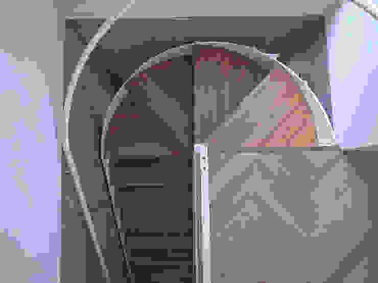 ムサシコスギ K邸 モダンスタイルの 玄関&廊下&階段 の 有限会社スタジオA建築設計事務所 モダン
