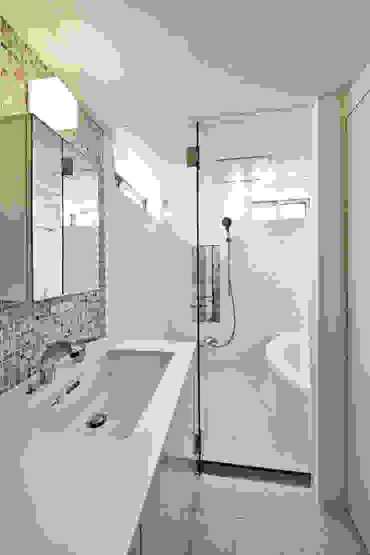 Modern Bathroom by 有限会社スタジオA建築設計事務所 Modern