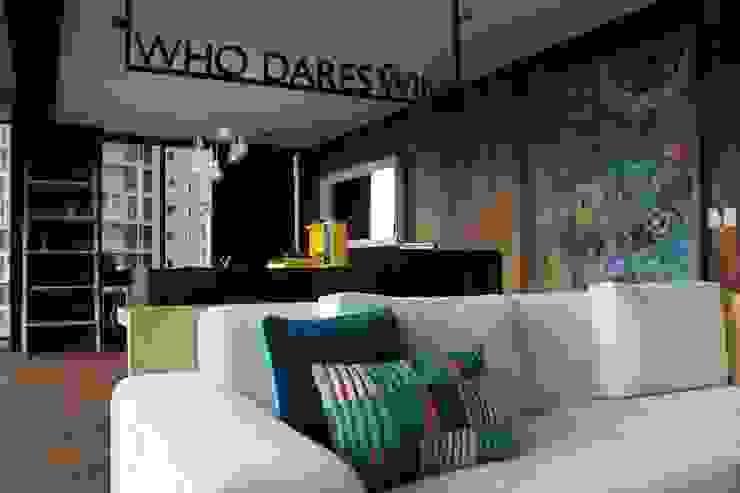 Modern Living Room by Hat Diseño Modern