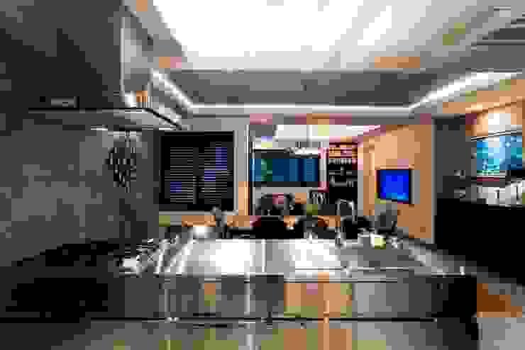 キッチン インダストリアルデザインの キッチン の QUALIA インダストリアル