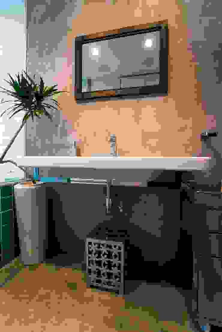 サニタリー ラスティックスタイルの お風呂・バスルーム の QUALIA ラスティック