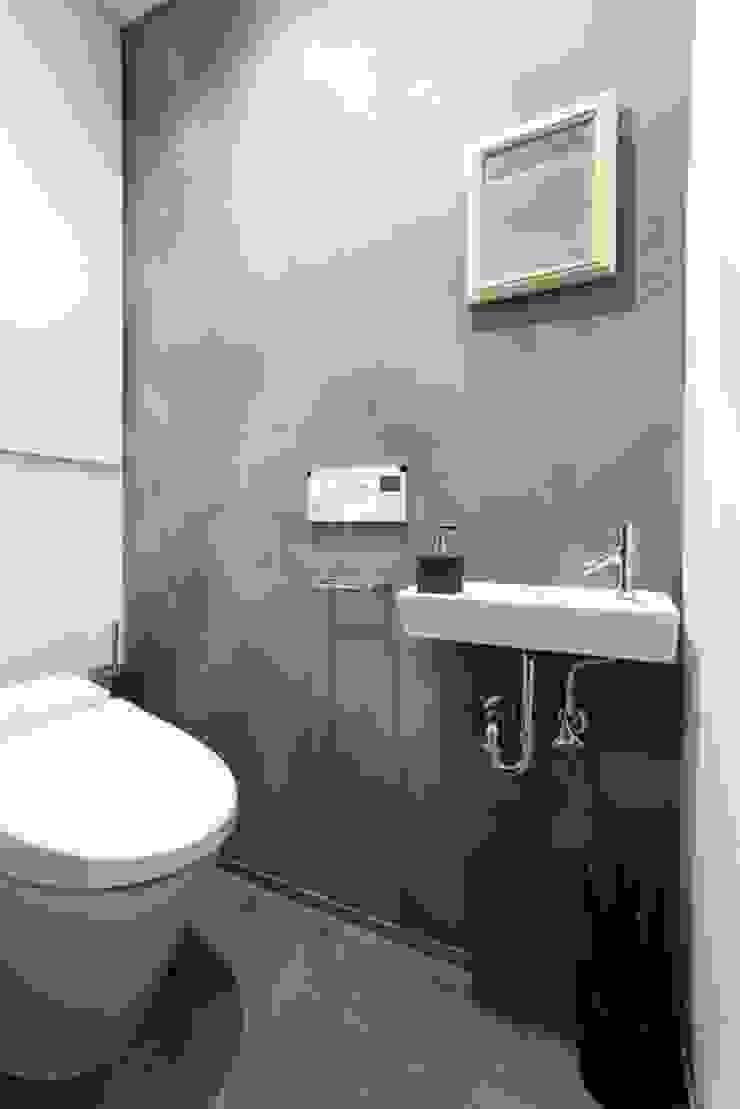 トイレ ラスティックスタイルの お風呂・バスルーム の QUALIA ラスティック