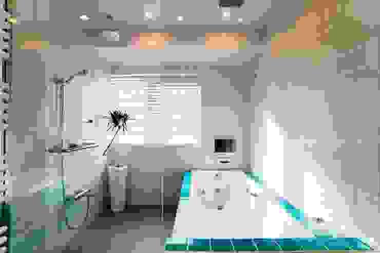 バスルーム モダンスタイルの お風呂 の QUALIA モダン